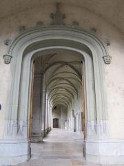 Archevêché - Français:   Chambéry Archevêché Musée Savoisien. Ancien couvent des Franciscains, reconstruit du 15ème au 17ème siècle. Evêché depuis 1777. Cloître.