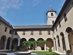 Archevêché - English: Sight of the cloister of the Musée Savoisien museum and the Saint-François de Sales cathedral, in Chambéry, Savoie, France.