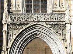 Cathédrale Saint-François de Sales - English: Sight of architecture details on the entrance portal and facade of Saint-François de Sales cathedral, in Chambéry, Savoie, France.