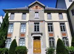 Lycée de garçons - English: Sight of the historical building of the Lycée Vaugelas high school, in Chambéry, Savoie, France.