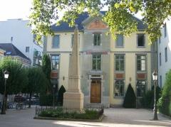 Lycée de garçons - English: Sight on lycée Vaugelas original entrance, in Chambéry, Savoie (France).