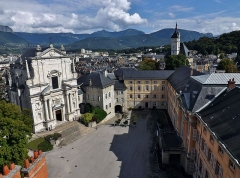 Château des Ducs de Savoie - English: Panoramic sight of the city of Chambéry castle, from the top of the tour demi-ronde tower, in Savoie, France.