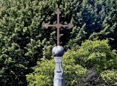 Croix des Brigands - English: Sight focused on the cross called Croix des Brigands, in the Faubourg Maché neighborhood of Chambéry, Savoie, France.