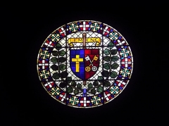Eglise de Lemenc - English: Stained glass circle on the top of the Saint-Pierre-de-Lemenc church front, on the heights of Chambéry, Savoie, France.