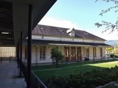 Hôtel-Dieu - English: Sight of the former Hôtel-Dieu hospital backyard, in Chambéry, Savoie, France.