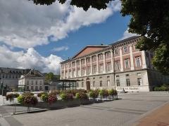 Hôtel des Douanes - English: Sight of the place du Palais de justice place and the courthouse of Chambéry, Savoie, France.