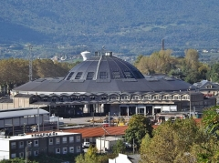 Remise ferroviaire dite rotonde SNCF - English: Sight of the city of Chambéry railway roundhouse, from the road to the Lemenc hill, next to the railway station (Savoie, France).