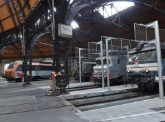 Remise ferroviaire dite rotonde SNCF - English: Sight of SNCF locomotives in the city of Chambéry railway rotunda, in Savoie, France.