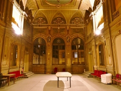 Théâtre municipal - English: Sight, by night, of the Grand Salon ballroom at the first floor of the Chambéry theater, in Savoie, France. This room is hoped to be restored in the coming years.