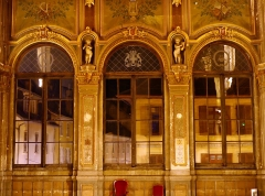 Théâtre municipal - English: Sight, by night, of the Grand Salon ballroom and its windows giving on the street, at the first floor of the Chambéry theater, in Savoie, France. This room is hoped to be restored in the coming years.