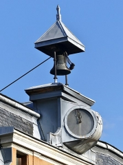 Mairie - English: Sight of the clock and bell tower at the top of the Hôtel Nicolle de La Place building, in Montmélian, Savoie, France.