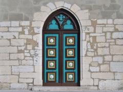 Eglise - English: Sight of the entrance doors of the église Saint-Jean-Baptiste church of La Motte-Servolex, near Chambéry in Savoie, France.