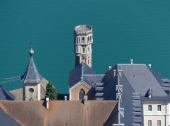 Abbaye de Hautecombe - English: Sight of the roofs and tower of Hautecombe abbey, on the western side of the Bourget lake, in Savoie, France.