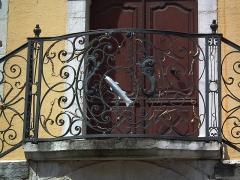 Hôtel de ville - This building is inscrit au titre des monuments historiques de la France. It is indexed in the base Mérimée, a database of architectural heritage maintained by the French Ministry of Culture,under the reference PA00118351 .