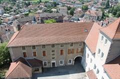 Château - Français:   Logis du château de Faverges depuis le donjon