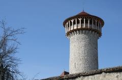 Château - Français:   Donjon de Faverges du XIIe siècle, restauré en 2006/2007