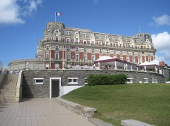 Hôtel du Palais - This building is indexed in the Base Mérimée, a database of architectural heritage maintained by the French Ministry of Culture,under the reference PA00125254 .