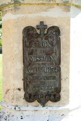 Croix de cimetière - Français:   Croix de Bouverans - plaque