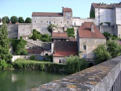 Enceinte médiévale - English: Pesmes, Franche-Comté, FRANCE