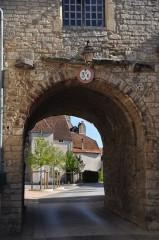 Enceinte médiévale - Français:   Pesmes (Haute-Saône) - porte Saint-Hilaire