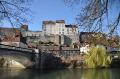 Enceinte médiévale - Français:   Pesmes (Haute-Saône, France) - fortifications