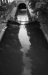 Canal Saint-Martin - Français:   {  cellspacing=\