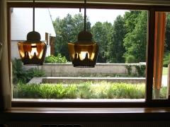 Maison de Louis Carré - English: Lighting fixtures and garden view, Louis Carré House by Alvar Aalto, Bazoches-sur-Guyonne (Yvelines, Île-de-France, France).