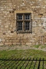 Château de Cougousse - English: Window of the castle of Cougousse, commune of Salles-la-Source, Aveyron, France