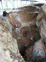 Gisement préhistorique des Fieux - English: The excavation of the