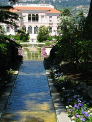 Villa Ile-de-France ou villa Ephrussi-de-Rothschild - This building is indexed in the Base Mérimée, a database of architectural heritage maintained by the French Ministry of Culture, under the reference PA00125706 .