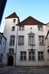 Ancien hôtel, dit des Gouverneurs, actuellement école Saint-Pierre-Fourier - Français:   Gray - Ancien hôtel des gouverneurs