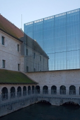 Ancien couvent des Pénitents, puis prison, puis école de musique - This building is indexed in the Base Mérimée, a database of architectural heritage maintained by the French Ministry of Culture,under the reference PA00132693 .