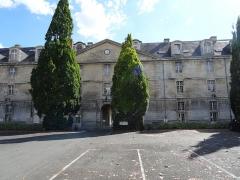 Caserne Duguesclin ou centre Duguesclin - Français:   Caserne Duguesclin de Niort facade interieure
