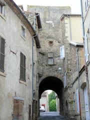 Enceinte médiévale - Français:   Billom - Porte de l\'Evêque, côté intérieur