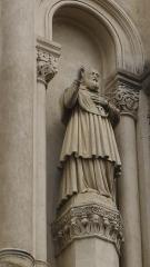 Eglise Sainte-Marie - Statue de Saint-François présente sur la façade de l'église Sainte-Marie à Saint-Etienne, chef-lieu du département de la Loire