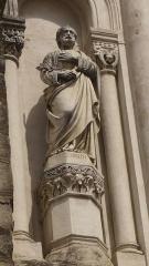Eglise Sainte-Marie - Statue de Saint-Joseph présente sur la façade de l'église Sainte-Marie  à Saint-Etienne, chef-lieu du département de la Loire