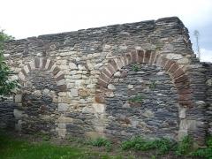 Ancien couvent bénédictin Notre-Dame - Français:   Nyoiseau - Abbaye - mur du cloître 2