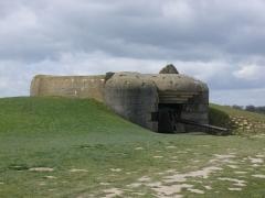 Batterie d'artillerie de Longues - English:   Gun emplacement at the Batterie de Longues-sur-Mer, Normandy
