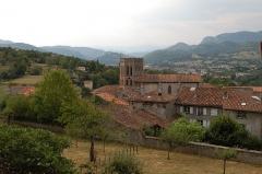Cathédrale Notre-Dame de la Sède - La cathédrale de Saint-Lizier et au loin Saint-Girons.
