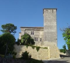 Château de Plieux - Français:   Château de Plieux (XIVe-XVIe s.), près de Lectoure, en Lomagne, Gers, Gascogne, Midi-Pyrénées