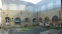 Ancien couvent des Récollets - Français:   Il y a un filet pour protéger de la chute éventuelle d\'objets. Odeur prégnante de la poussière des siècles écoulés.