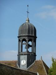 Ancien couvent des Récollets - Français:   Cette cloche est vraiment visible en allant à l\'arrière du bâtiment.