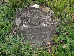 Cimetière juif -  Alsace, Bas-Rhin, Rosenwiller, Cimetière juif (PA00135148, IA00075623): Pierre tombale (XVIIe-XVIIIe).