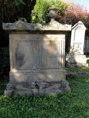 Ancien cimetière bourgeois - This object is indexed in the base Palissy, database of the French furniture patrimony of the French ministry of culture, under the reference IM67013384.