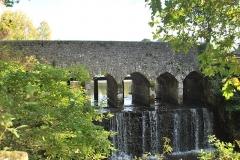 Ensemble fortifié de la chapelle et du pont de Chevré - English: Bridge of Chevré (West side), in La Bouëxière, Brittany, France