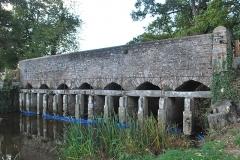 Ensemble fortifié de la chapelle et du pont de Chevré - English: Bridge of Chevré (East side), in La Bouëxière, Brittany, France