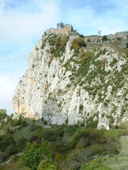 Château cathare - Español: Vista lejana del castillo de Roquefixade (Francia)