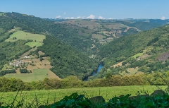 Château de Montarnal - English: Valley of the Lot River between Cantal and Aveyron departments, France