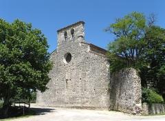 Eglise Saint-Aignan dite Eglise Grande - Nederlands: Église Grande van Bélaye, ook Église Saint-Aignan van Bélaye en Église de l' Hôpital genoemd, XIVe eeuw en gerestaureerd in de XVIIIe eeuw. Romaanse versterkte kerk met gotische elementen.