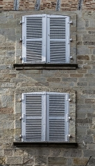 Demeure - English: Windows of the building at 47 rue Gambetta in Figeac, Lot, France